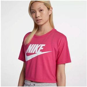 Nike Sportwear Essential Cropped T Shirt